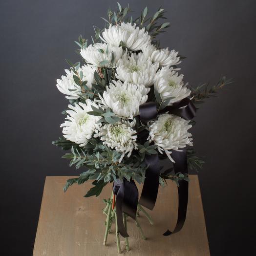 Траурный букет из белых хризантем Магнум