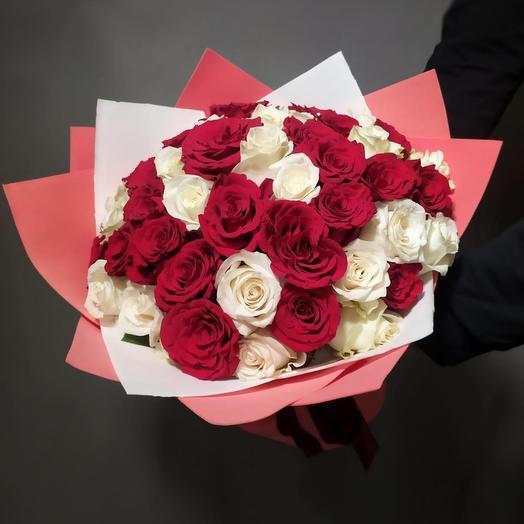 51 роза микс премиум красная и белая