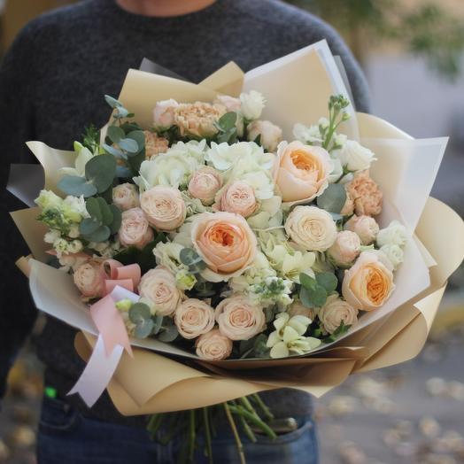 Сборный букет с пионовидными розами