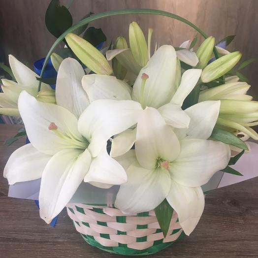 Корзинка с лилиями