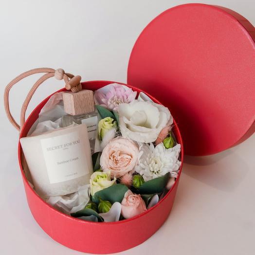 Коробочка с цветами, свечкой и вытопарфюмом