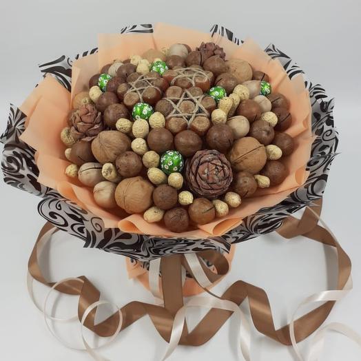 Орешки в букете