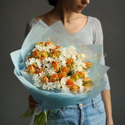 Букет из тюльпанов и ароматных нарциссов