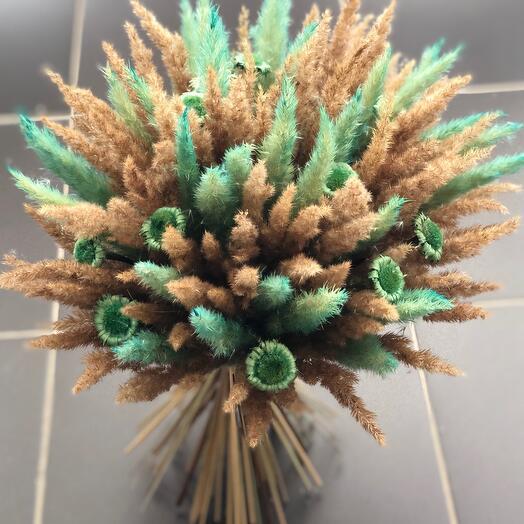 Букетик сухоцветов с зелёными цветами