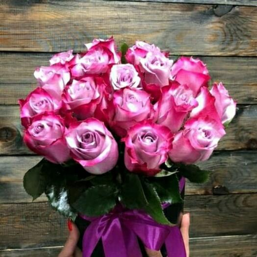 Розы фиолетовые в коробке
