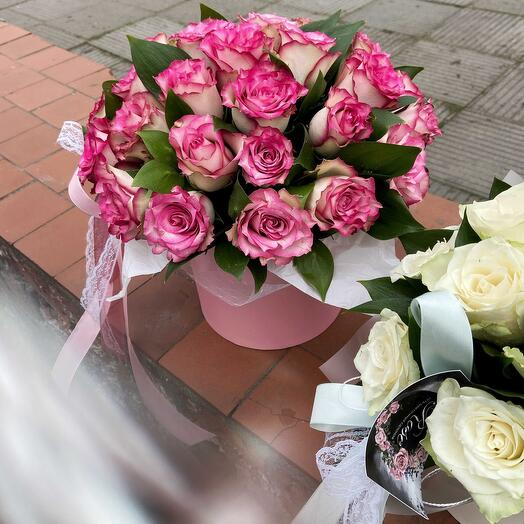 Композиция малиновых роз