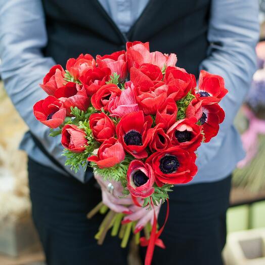 Букет цветов Красные анемоны