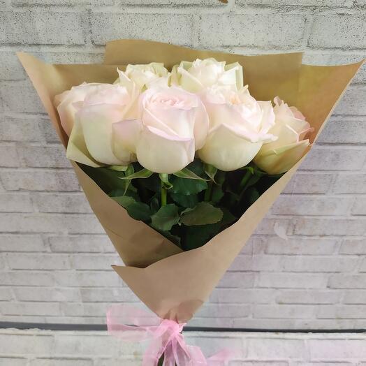 Букет из 7 белых роз с запахом