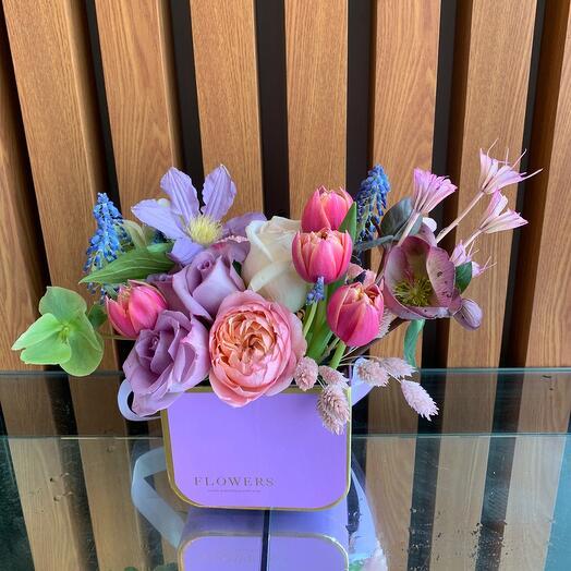 Цветы в фиолетовой коробке
