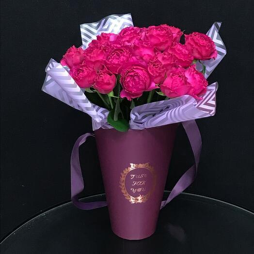 Пионовидные розы в стильной упаковке