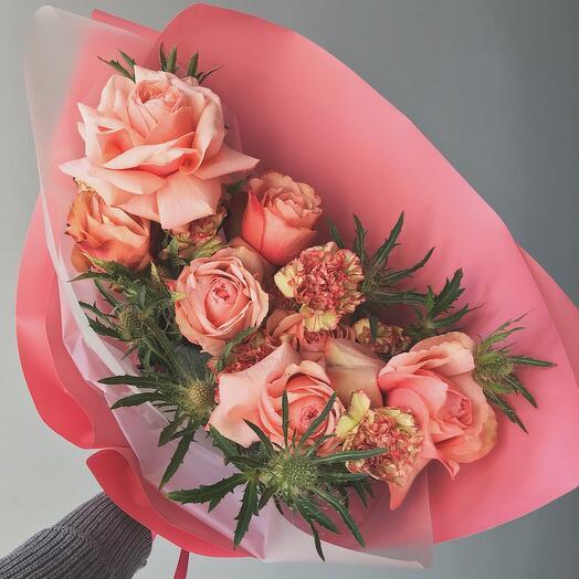 Раскидистый букет из розы Кахала