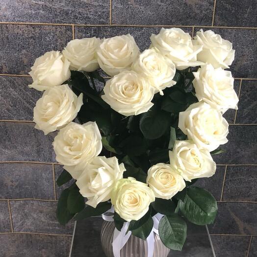 Букет сердце любви из белых роз