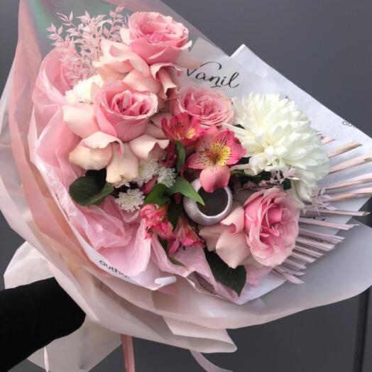 Букет из роз, хризантем и альстромерии