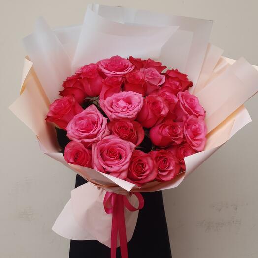 Розы с крупным бутоном