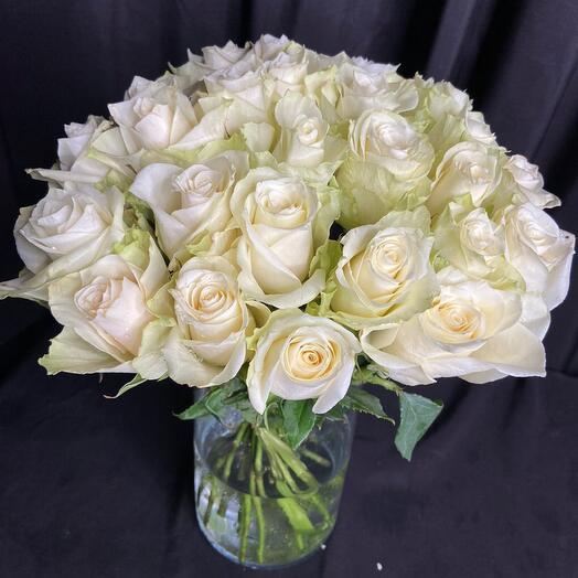 25 белых роз букетик