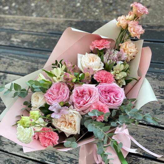 Микс из роз, эустом в  нежном букете