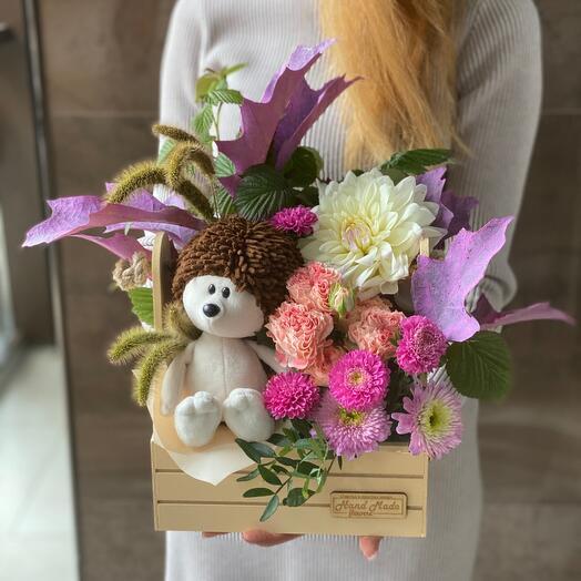 Ёжик с цветами 🐻❄️🐹🐭