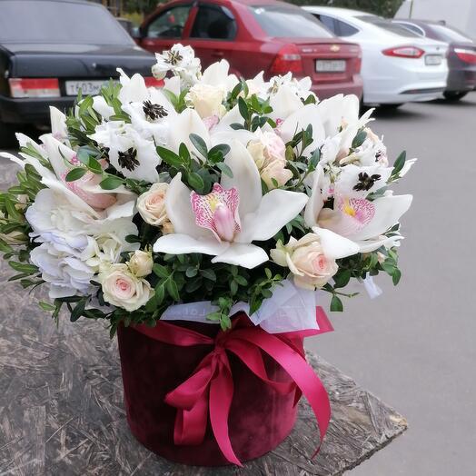 Букет из орхидей в коробке