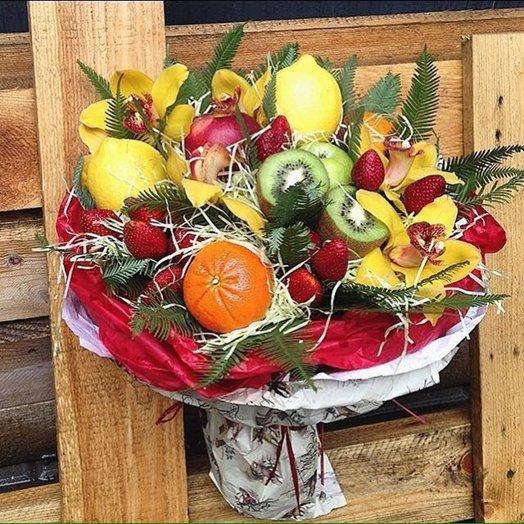 Вкусный фруктовый букет с орхидеями