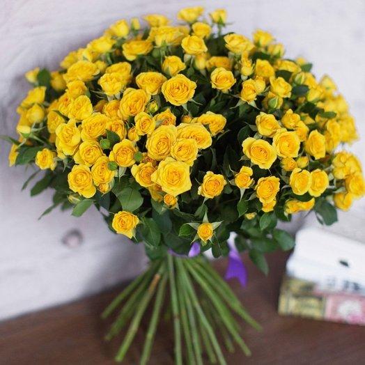 Букет из 19 желтых кустовых роз 50 см: букеты цветов на заказ Flowwow