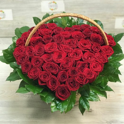 Корзины с цветами. Розы красные. Сердце из роз. 51 роза. N157