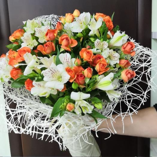 Букет из кустовых роз и альстромерии: букеты цветов на заказ Flowwow
