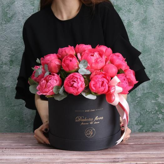 Пионы в черной короьке: букеты цветов на заказ Flowwow