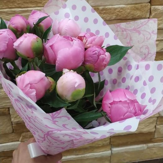 Пионы в дизайнерской упаковке: букеты цветов на заказ Flowwow