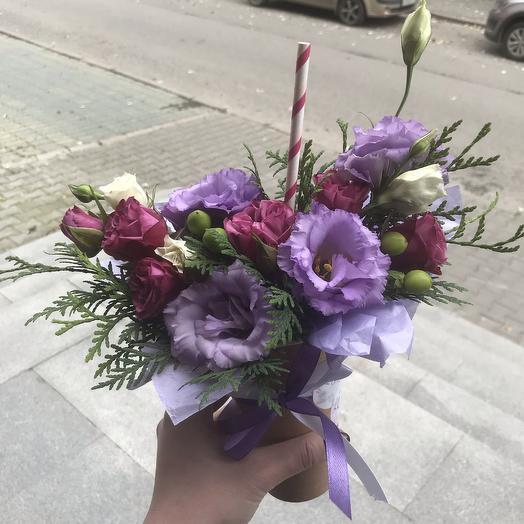 Цветочный коктейль в крафт стакане: букеты цветов на заказ Flowwow