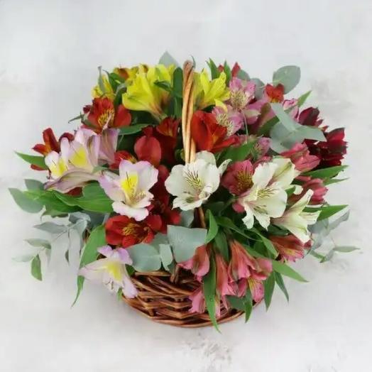 Корзина с альстромерий: букеты цветов на заказ Flowwow