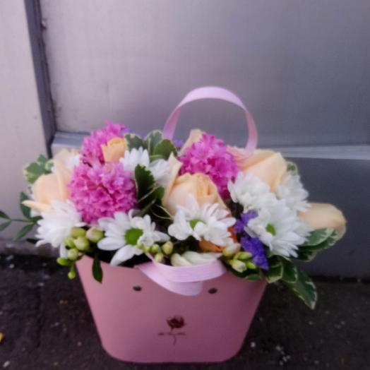 Сумочка с о свежими цветами: букеты цветов на заказ Flowwow