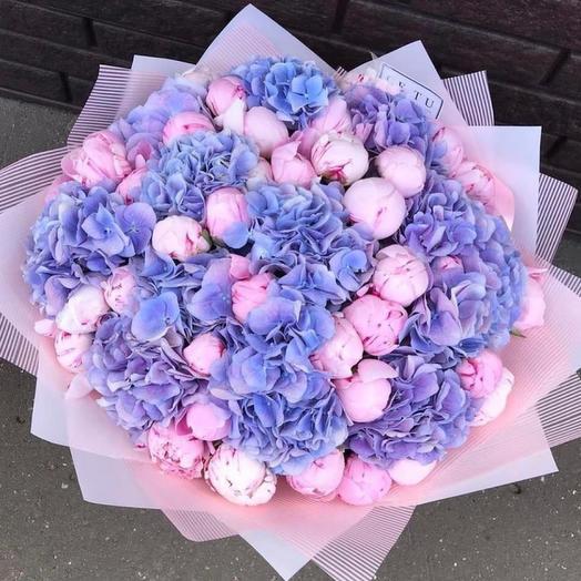 Букет с голубой гортензией «Ноты любви»
