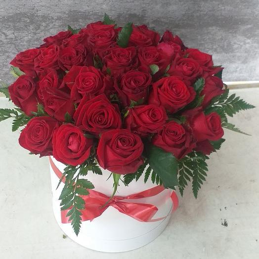 31 красная роза в каробке