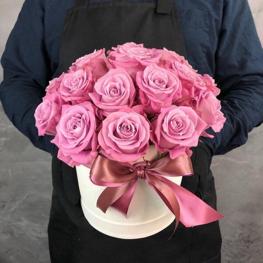 19 Фиолетовых роз в светлой коробке