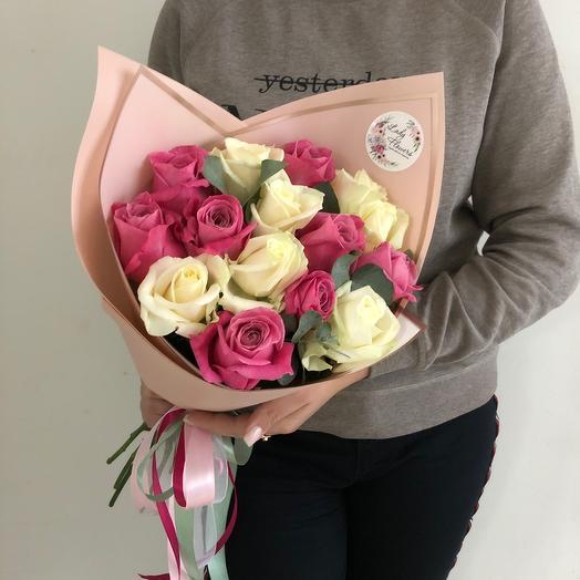 Lady Flowers - 15 роз микс с эвкалиптом в оформлении