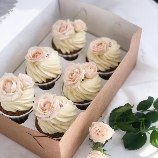 Набор из 6 шоколадных капкейков с кустовой розой