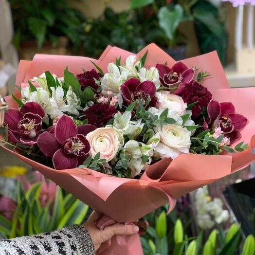 Букет цветов из орхидеи