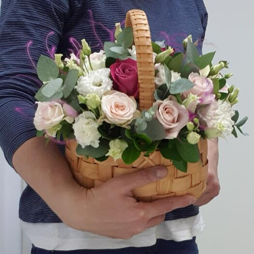 Корзина с цветами Розовое ассорти