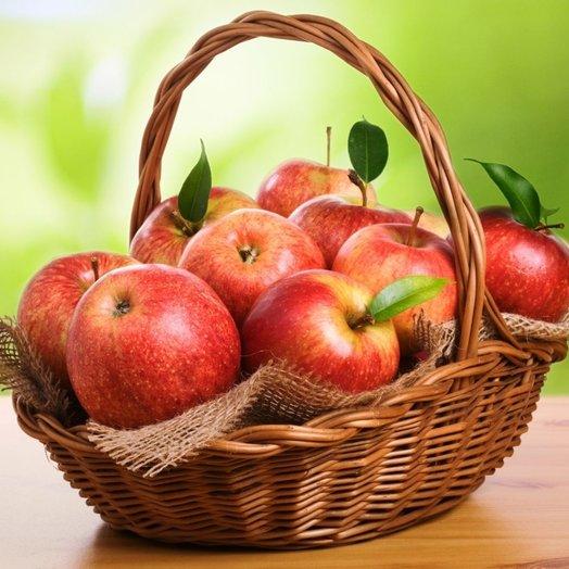 Корзинка с яблоками