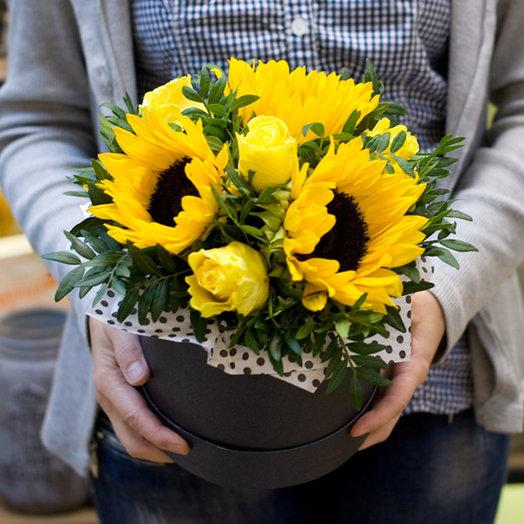"Коробка с цветами ""Я держу в ладошках солнце"": букеты цветов на заказ Flowwow"