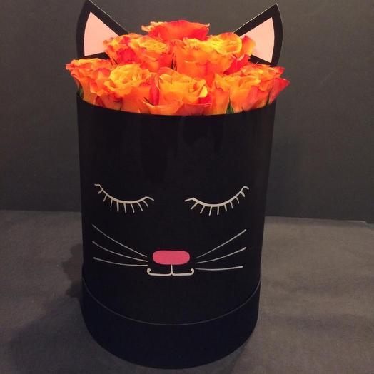 Шляпная коробка котёнок: букеты цветов на заказ Flowwow