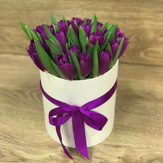 Коробки с цветами. Тюльпаны N352: букеты цветов на заказ Flowwow