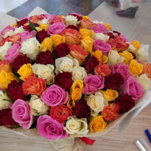 101 роза Микс 40 см: букеты цветов на заказ Flowwow