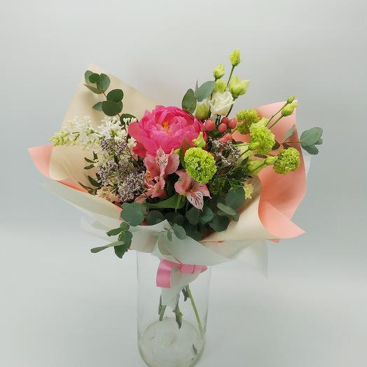 Букет с пионом и сиренью: букеты цветов на заказ Flowwow