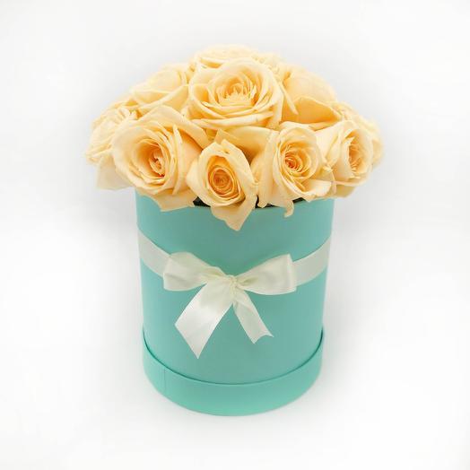 15 кремовых роз в шляпной коробке Тиффани: букеты цветов на заказ Flowwow