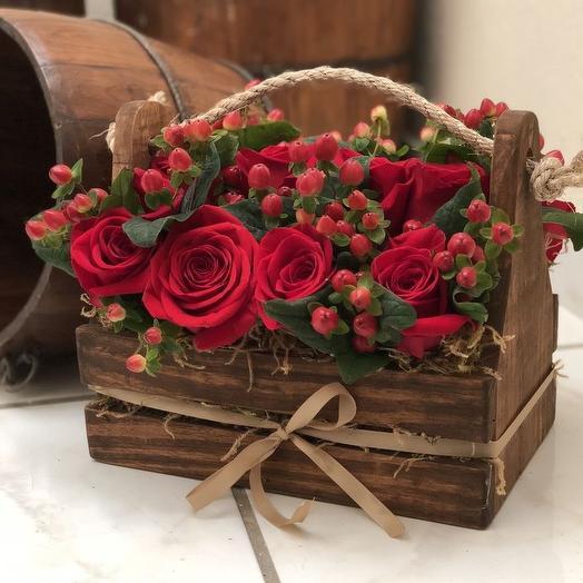 Ящик с красной розой: букеты цветов на заказ Flowwow