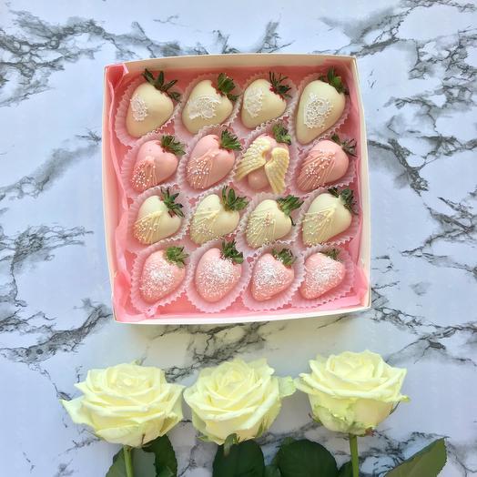 Коробка с клубникой  в шоколаде(Бельгия): букеты цветов на заказ Flowwow