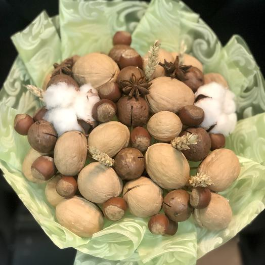 Bouquet of mixed nuts