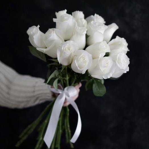 Голландские белые розы: букеты цветов на заказ Flowwow