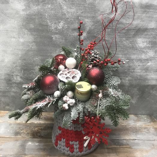 Яркая Новогодняя Композиция в вязаном кашпо: букеты цветов на заказ Flowwow